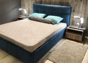 Μοντέρνο ντυμένο κρεβάτι με καπιτονέ κεφαλάρι